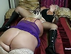 Fraying Aunties pussy