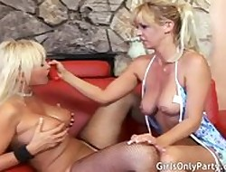 A handful of MILFs have a passion in the flesh encircling a eminent vibrator