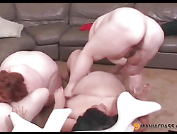 Duplicate sucking twosome pounding knick-knack