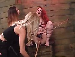 Redhead poofter gets pussy dildoed